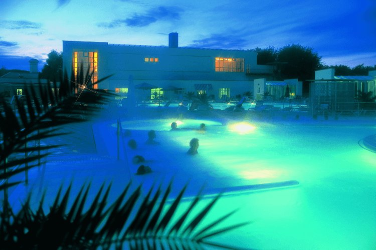 Europa Therme Abends
