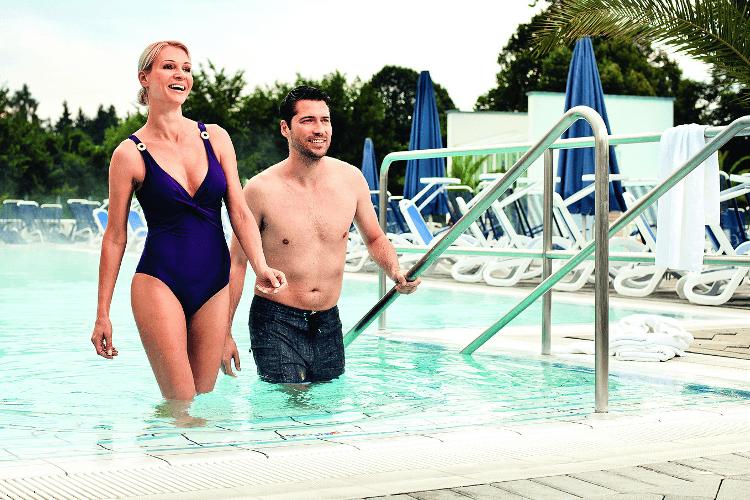 Badegäste in der Europa Therme